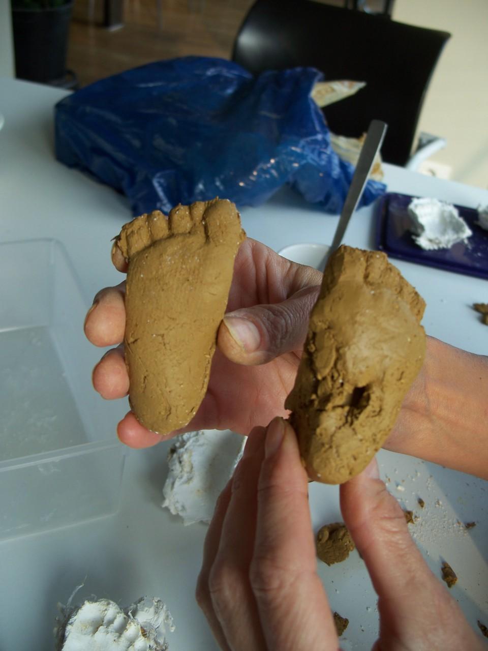 De kleine voetjes van onze boreling aan het boeseren!