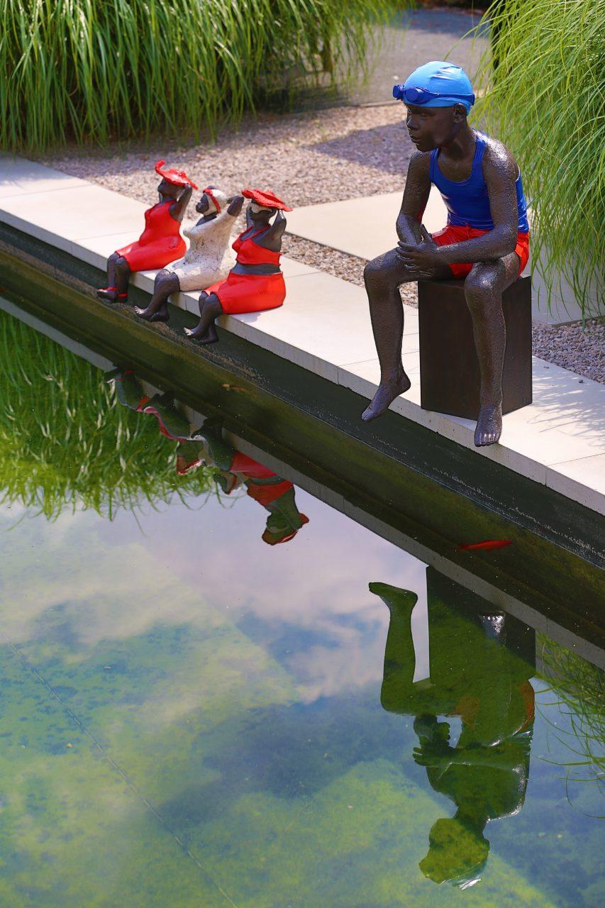 [:nl]Veerle de Vos , mijn polyesteren badmeester en drie rode dikke madammen, genieten in de zon[:fr]badmeester en drie madammen[:en]badmeester en drie madammen[:]