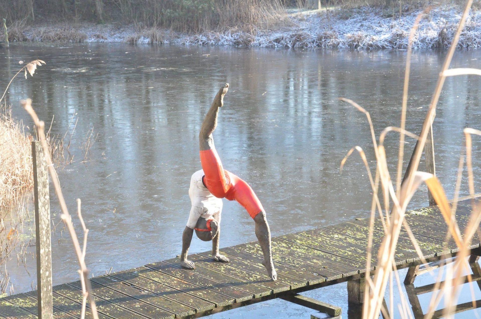 [:nl]Veerle De Vos - Bronzen beeld - turnstertje - beeld voor aan het water[:fr]Veerle De Vos - Bronzen beeld - turnstertje - beeld voor aan het water[:en]Veerle De Vos - Bronze beeld - turnstertje - beeld voor aan het water[:]