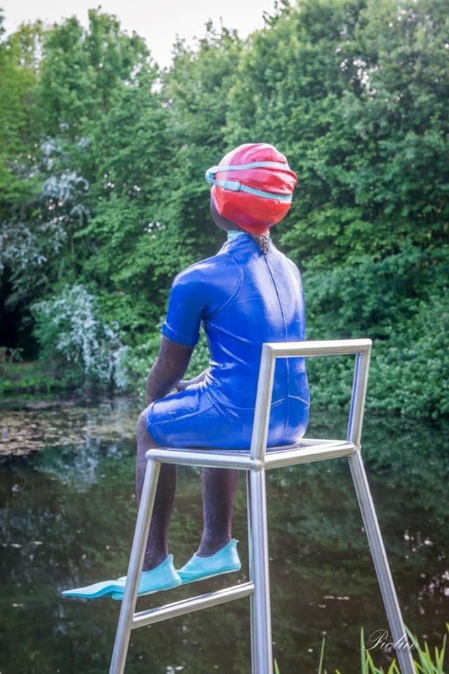 [:nl]Veerle De Vos, zwemliesje,polyester, brons , kijkend over het water[:fr]Veerle De Vos, zwemliesje,polyester, brons , kijkend over het water[:en]Veerle De Vos, zwemliesje, polyester, brons , kijkend over het water[:]